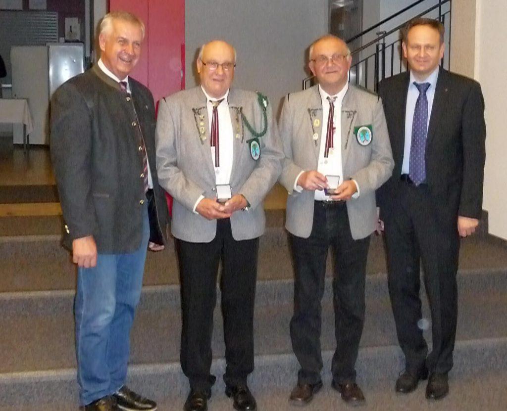Sportlerehrung der Gemeinde Reichertshausen, Ehrenmedaille für Walter Kreitmeir und Johann Wenninger