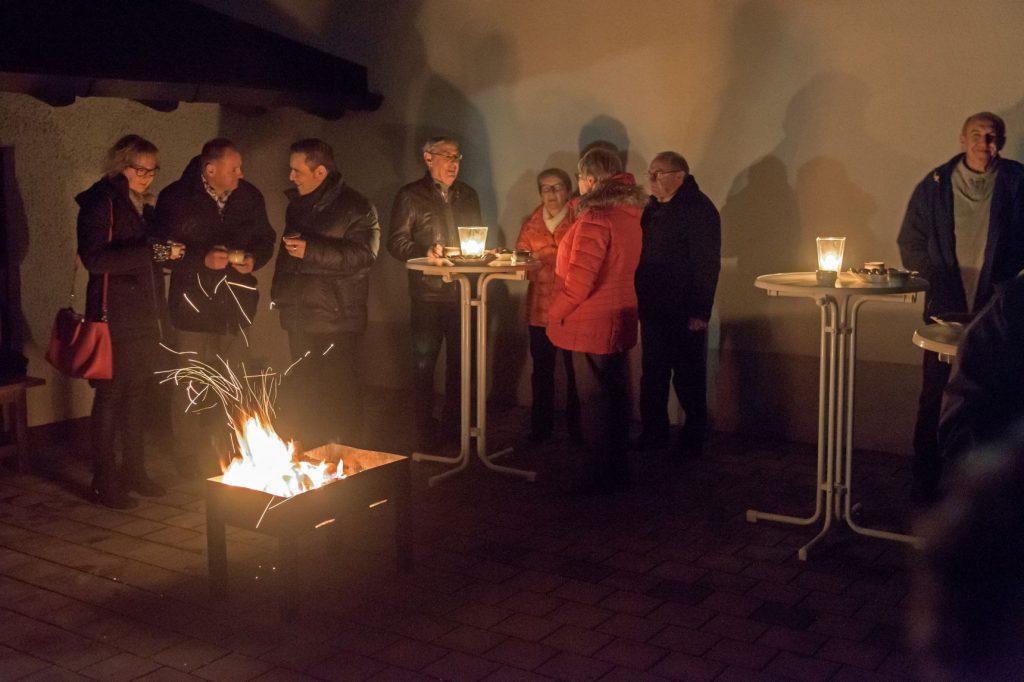 Glühwein am Lagerfeuer